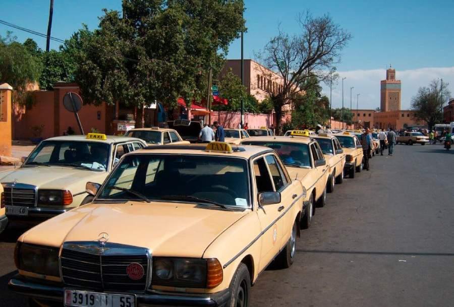 Petit-taxi-y-grand-taxi-en-Marruecos