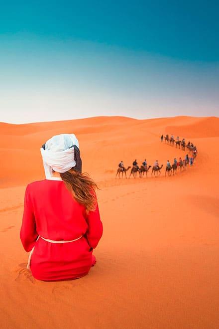 mujer-rojo-desert